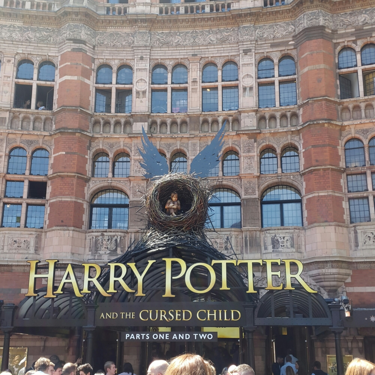 Menonton Harry Potter and the Cursed Child